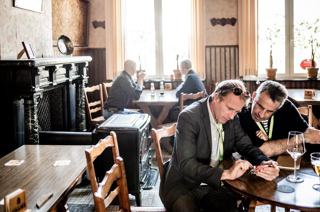 Rik en Henk Dheedene, collega's bij De Tijd - © Diego Franssens