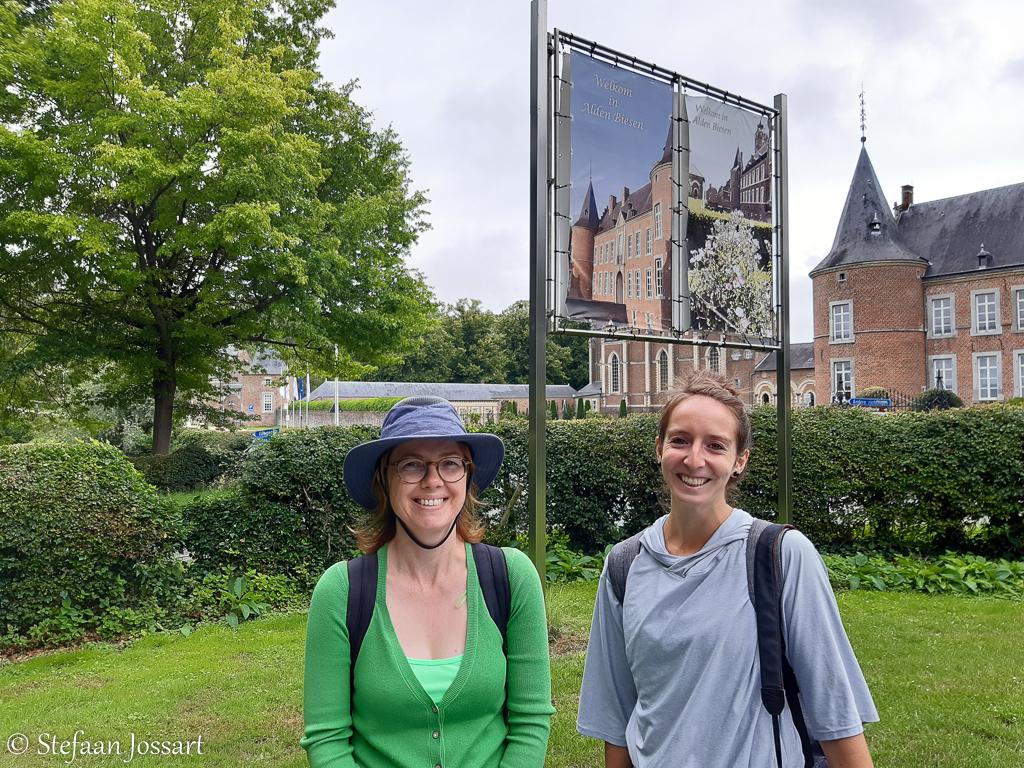 Tina Sauwens en Bernadet Wehenkel in Alden-Biesen.