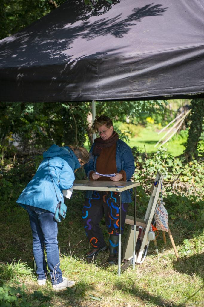 Bernadet Wehenkel en Charlotte Peys in de Stiemervallei in Genk.